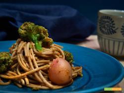 Soba con broccoli e ravanelli
