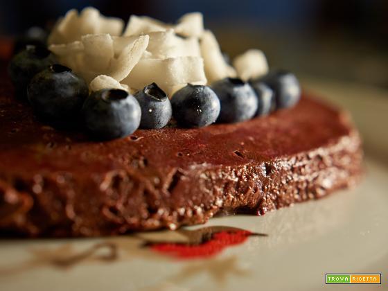 torta crudista alla barbabietola e cacao