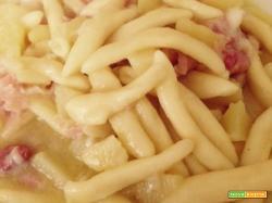 Pasta patate, pancetta e provola