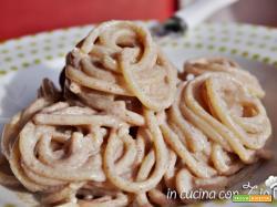 Spaghetti ricotta zucchero e cannella