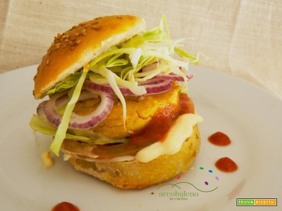 Panino con Hamburger Vegano, Maionese Vegana e Ketchup fatto in casa