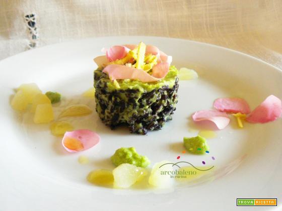 Riso Nero con crema di Piselli speziata con Zenzero fresco guarnito con petali di Rosa