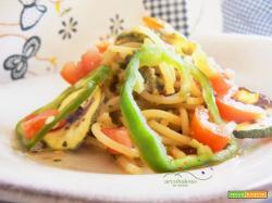 Spaghetti  in salsa mediterranea  con  foglie di Parietaria