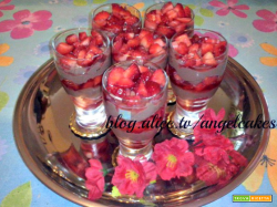 Bicchieri ganache e fragole