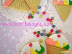 Biscotti a forma di cono gelato