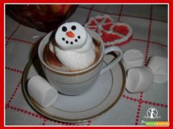 Cioccolata calda con panna e marshmallow