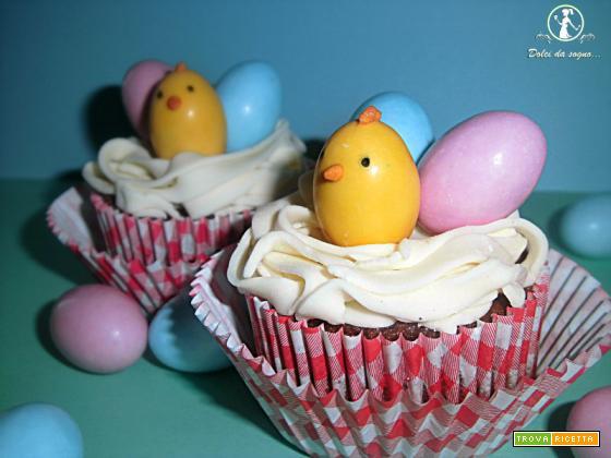 Cupcake al cioccolato con nido e pulcino