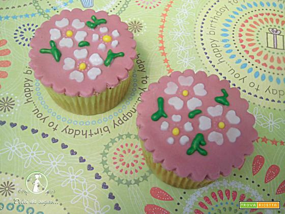 Cupcake decorati con la tecnica dello stencil