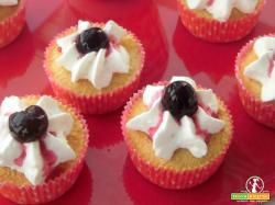 Cupcake alla vaniglia con amarene sciroppate
