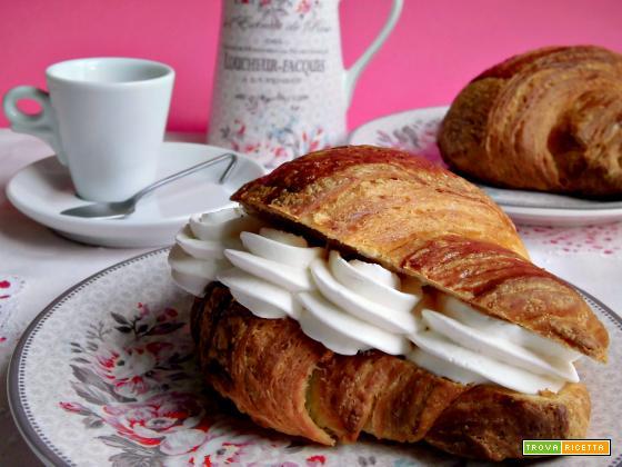 Croissant sfogliati con lievito madre o con lievito di birra
