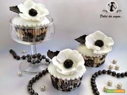 Cupcake con anemoni in gum past