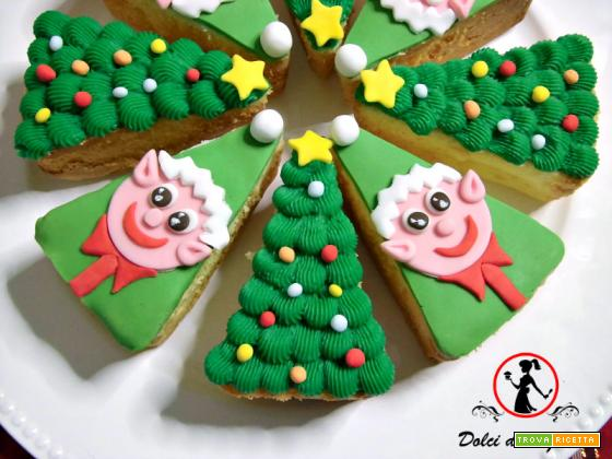 Torta a spicchi con elfi ed abeti