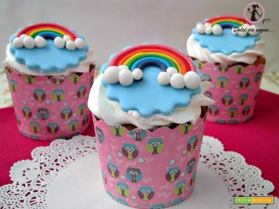 Allegri cupcake con arcobaleno