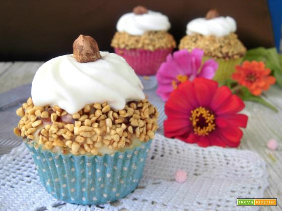 Cupcakes con cioccolato e granella di nocciole