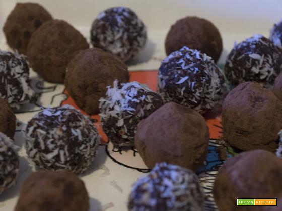 Bocconcini al cacao, cocco e fichi secchi