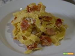 Pasta veloce con burro di mandorle