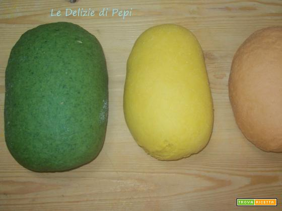 Pasta all'uovo colorata