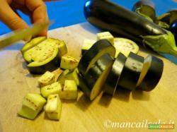 Straccetti di pollo con melanzane e pomodorini