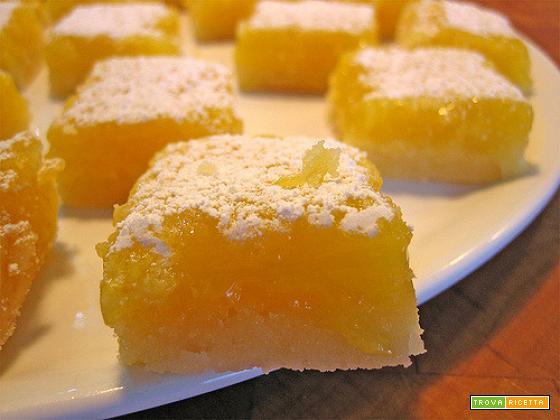 Quadrotti di shortbread con crema al limone
