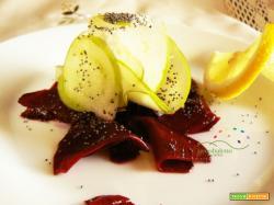 Antipastino crudista: Rape Rosse in insalata con Mela Verde condita con succo di Limone e Semi di Papavero