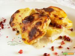 Patate gratinate al forno GLUTEN FREE e VEGANE profumate con Bacche di Pepe Rosa!