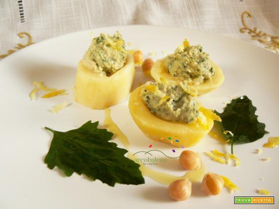 Barchette di Patate farcite con crema di Ceci e foglie di Farinello ( Spinacio selvatico ) al profumo di  Limone
