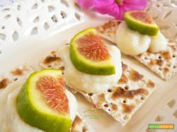 Porzioncine di Pane Azzimo con crema di Cipolla e Fichi