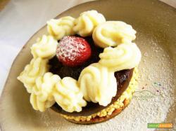Torta senza forno con crema al cioccolato e crema Vegane