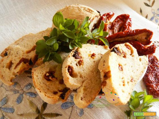 Pane  con Lievito Madre ai Pomodori Secchi e Origano fresco