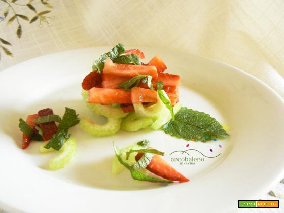 Insalatina di listarelline di Sedano con Tocchettini di fragola al profumo di Limone  e foglie di Melissa