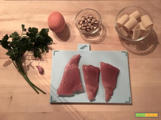 Paccheri al ragù di tonno e pistacchi