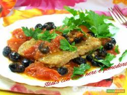 Steaks con olive nere e pomodoro