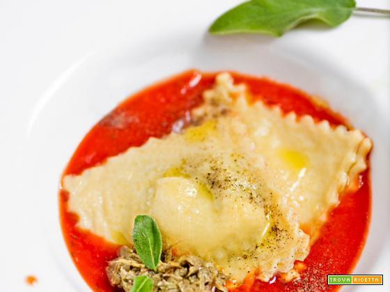 Ravioli con carciofi e salsa al pomodoro