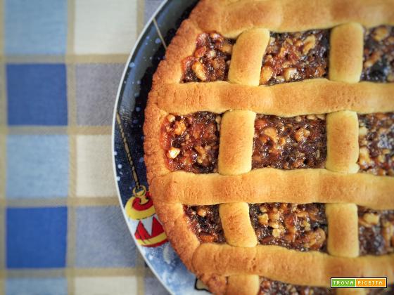 Crostata con marmellata di uva e frutta secca