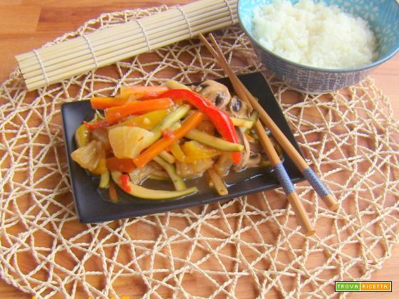 Verdure al vapore con riso in salsa agrodolce