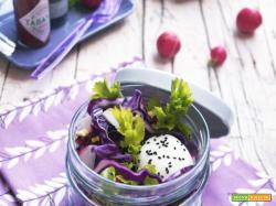 Essenza: Insalata viola con uovo barzotto e semi di cipolla nera