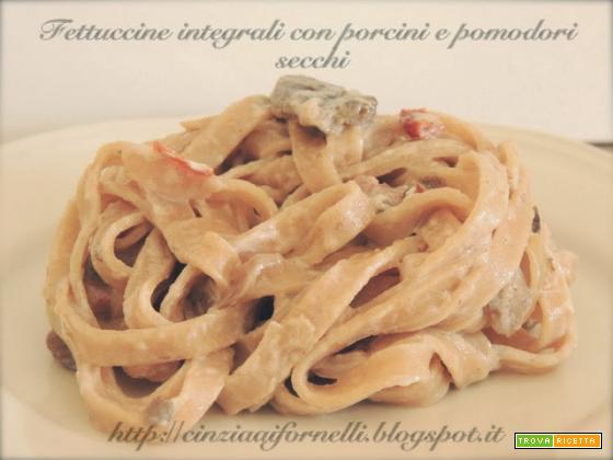 Fettuccine integrali con ragù di porcini e pomodori secchi