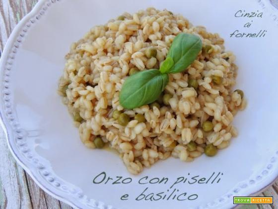 Orzo risottato con piselli e basilico