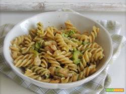 Insalata di pasta con pesto, zucchine e gamberetti col Bimby