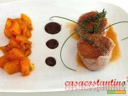 Filetto di suino nero dei Nebrodi al lardo di Colonnata con chutney di mango e salsa di cioccolato al peperoncino