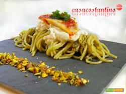 Spaghetti triglie pesto di pistacchi e burrata