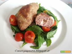 Panzerottini di carne dal cuore cremoso in insalata