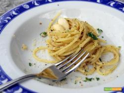 Spaghetti con frutta secca