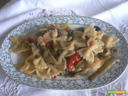 Farfalle con carciofi pomodorini e olive | Noi due in cucina