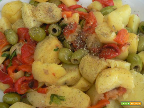 Insalata patate, peperoni e olive-Ricetta contorno | Noi due in cucina