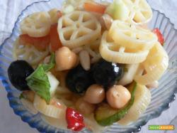 Pasta fredda-Rotelle con insalata fantasia   Noi due in cucina