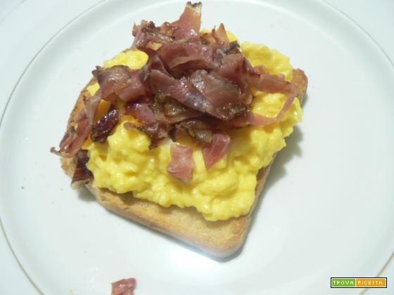 Uova speck e pane tostato | Noi due in cucina