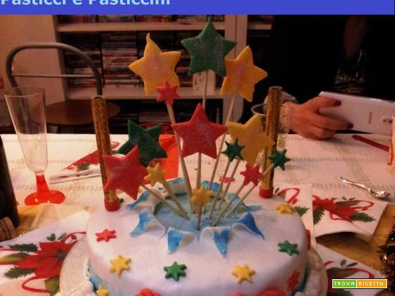 Torta decorata in pasta di zucchero facile e versatile