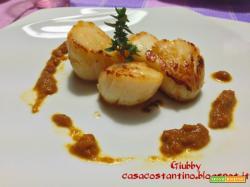 Capesante grigliate con salsa di carote all'aceto balsamico