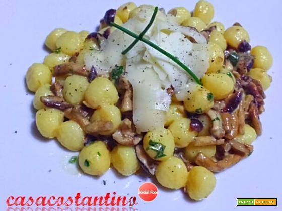 Gnocchetti di patata con fonduta di asiago e funghi chiodini speziati